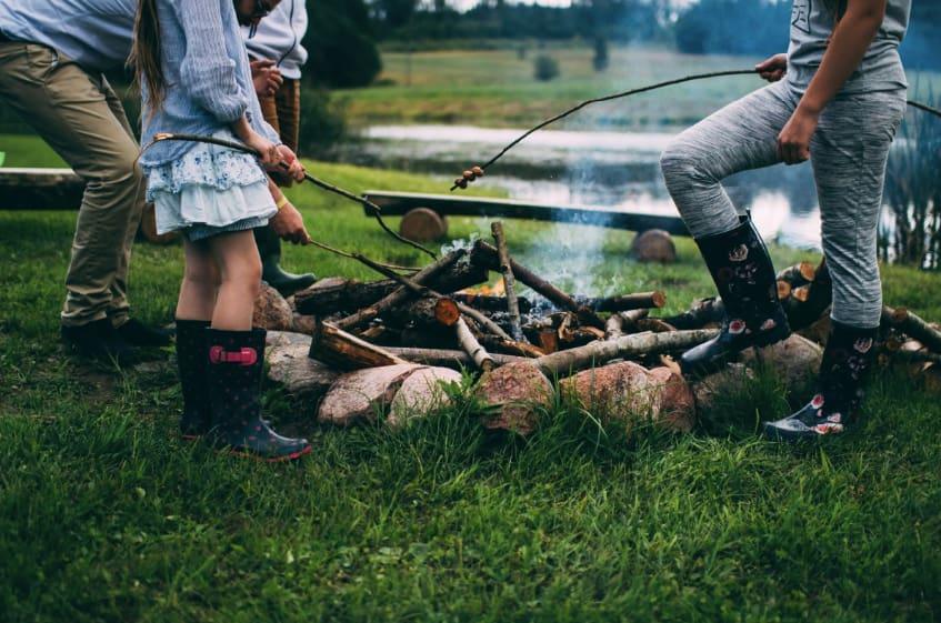 Barbecue en famille et au bord de l'étang du Camping de la Niziere